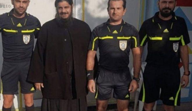 Λέσβος: Ο Παπαγρηγόρης μπήκε με τα ράσα σε αγώνα ποδοσφαίρου
