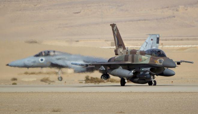 Ένα ισραηλινό F-15 και ένα F-16 έτοιμα για απογείωση