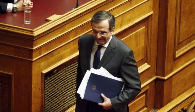 Ο πρωθυπουργός Αντ. Σαμαράς στην ομιλάι του για τον προϋπολογιμσό του 2014 στην Βουλή το Σάββατο 7 Δεκεμβρίου 2013. (EUROKINISSI/ΓΙΩΡΓΟΣ ΚΟΝΤΑΡΙΝΗΣ)