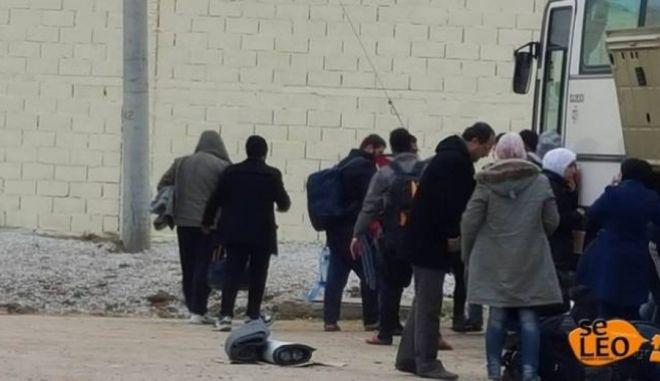 Πρόσφυγες διαμαρτύρονται για τις συνθήκες διαβίωσης