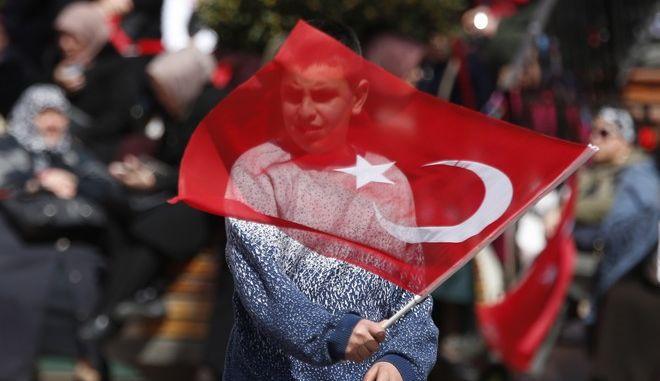 Στιγμιότυπο από προεκλογική συγκέντρωση του Ερντογάν στην Κωνσταντινούπολη