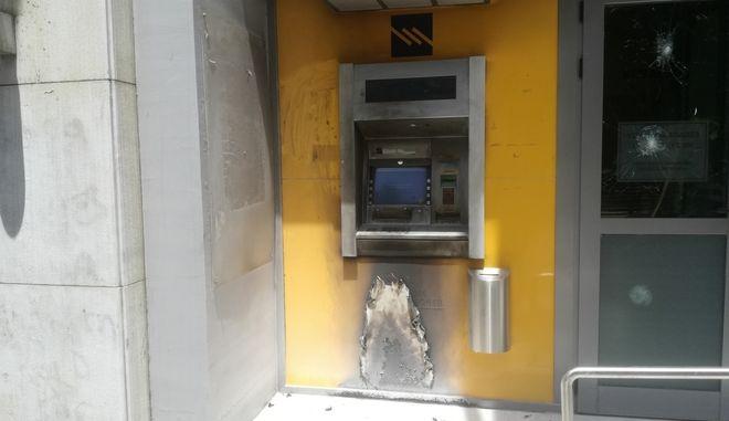 Εμπρηστική επίθεση σε ΑΤΜ δύο τραπεζών στην Καισαριανή