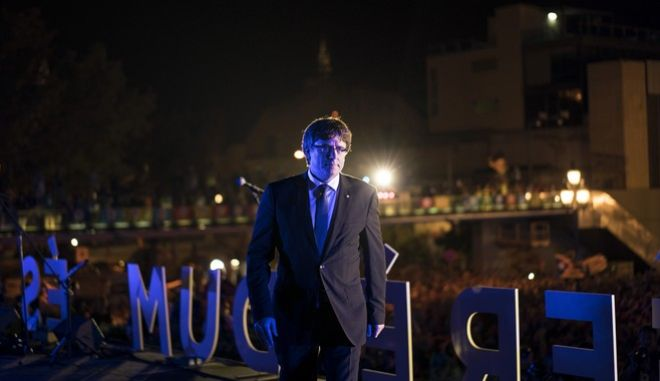 Catalonia's President Carles Puigdemont leaves the stage after a speech during the 'Yes' vote closing campaign in Barcelona, Spain, Friday, Sept. 29, 2017. Catalonia's planned referendum on secession is due be held Sunday by the pro-independence Catalan government but Spain's government calls the vote illegal, since it violates the constitution, and the country's Constitutional Court has ordered it suspended.(AP Photo/Felipe Dana)