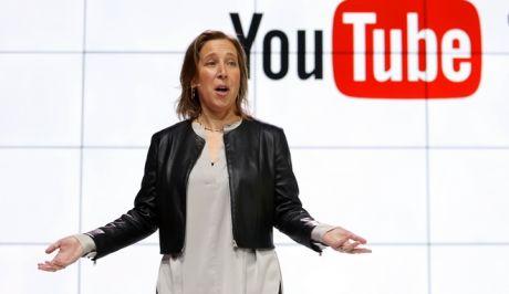 """Το YouTube αποφάσισε κατόπιν εορτής να """"κόψει"""" τα όπλα"""