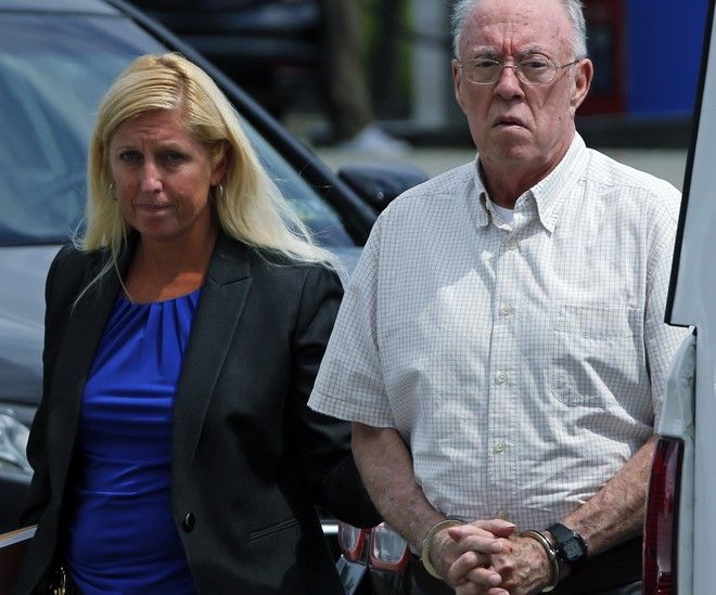 "O ιερέας John T. Sweeney συνελήφθη με την κατηγορία της ""απρόθυμης σεξουαλικής επαφής"" με 10χρονο αγόρι. Περιμένει να μάθει την ποινή του. (AP Photo/Gene J. Puskar)"