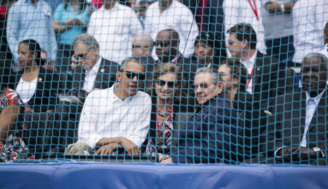 Κούβα: Αντάρτες της FARC στον αγώνα μπέιζμπολ που παρακολούθησε ο Ομπάμα