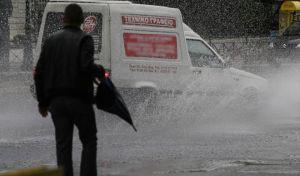 Χαλάει ο καιρός: Βροχές και καταιγίδες σε όλη τη χώρα