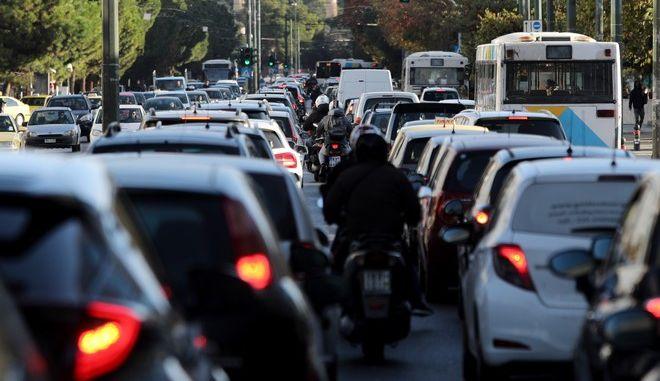 Αυξημένη κίνηση στους δρόμους την Τετάρτη (11/11), παρά το lockdown.