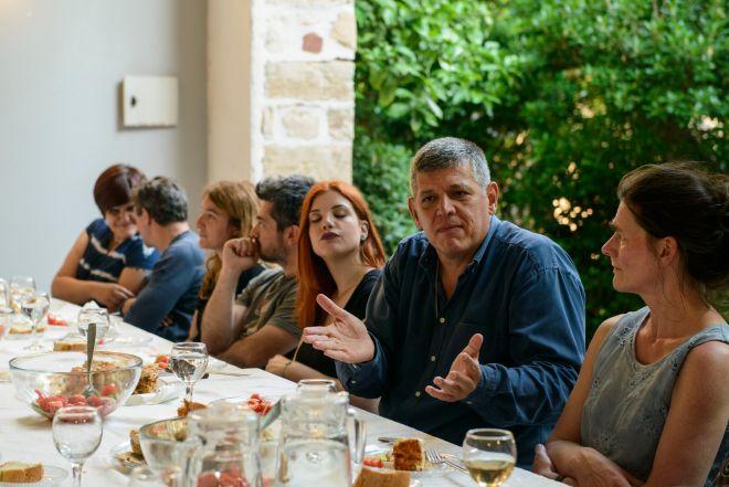 Δείπνο με πέντε άστεγους στην Αθήνα