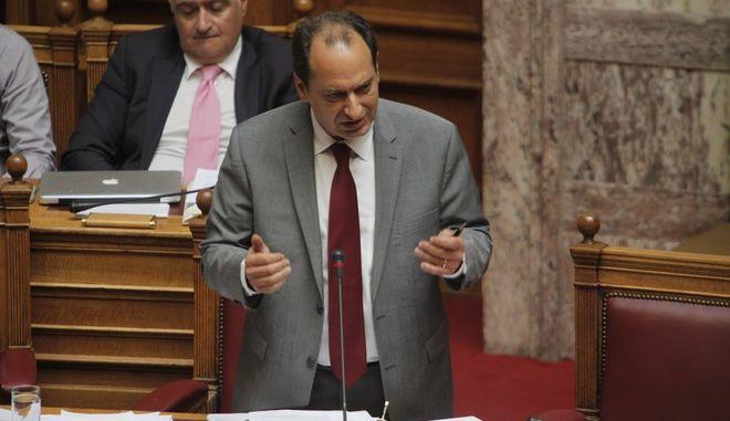 Μόνη συζήτηση και ψήφιση επί της αρχής, των άρθρων και του συνόλου του σχεδίου νόμου του Υπουργείου Υποδομών και Μεταφορών «Νέο ρυθμιστικό πλαίσιο για τις αστικές συγκοινωνίες στην Περιφερειακή Ενότητα της Θεσσαλονίκης και άλλες διατάξεις». ΣΤΗ ΦΩΤΟΓΡΑΦΙΑ Ο ΥΠΟΥΡΓΟΣ ΧΡΗΣΤΟΣ ΣΠΙΡΤΖΗΣ.(Eurokinissi-ΚΟΝΤΑΡΙΝΗΣ ΓΙΩΡΓΟΣ)