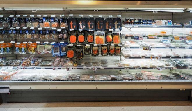Κατεψυγμένα ψάρια στο σούπερ μάρκετ, Αρχείο