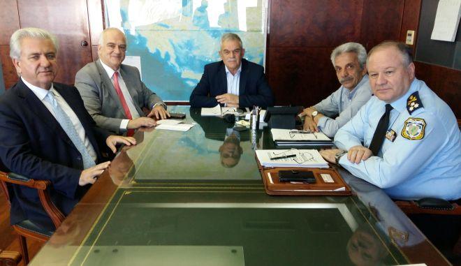 Συνάντηση Τόσκα με τους Δημάρχους Παλλήνης και Λαυρεωτικής