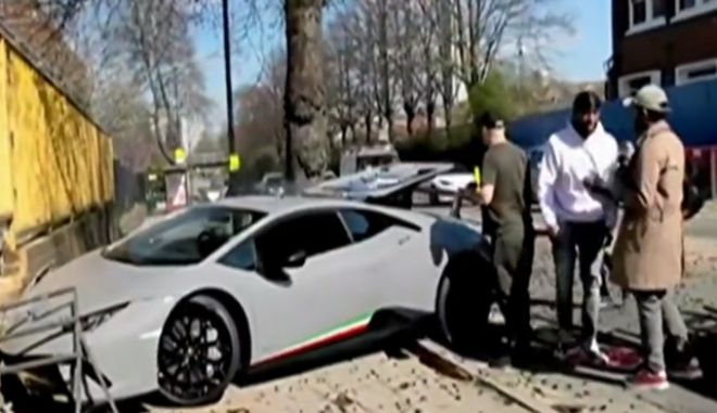 Έριξε σε δέντρο Lamborghini αξίας 290.000 ευρώ