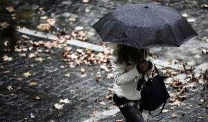 Χαλάει απότομα ο καιρός: Καταιγίδες, θυελλώδεις άνεμοι και σκόνη από την Αφρική
