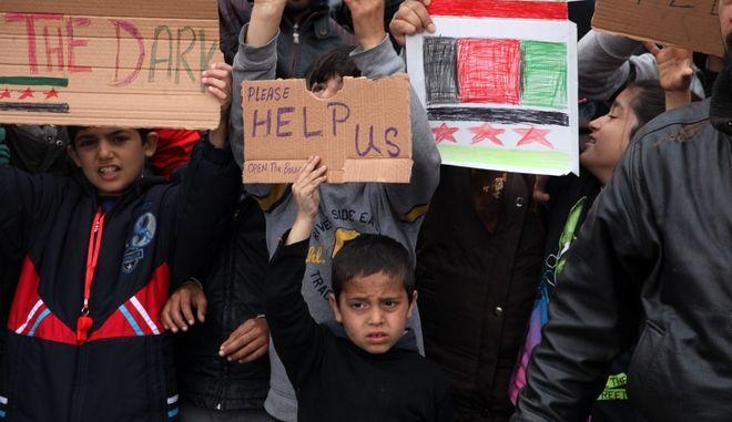 Διαμαρτυρία προσφύγων για τα κλειστά σύνορα στο λιμάνι του Πειραιά την Παρασκευή 18 Μαρτίου 2016. (EUROKINISSI/ΑΛΕΞΑΝΔΡΟΣ ΖΩΝΤΑΝΟΣ)