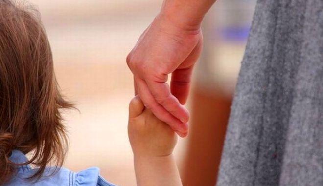 Γύρισε τον κόσμο και ξόδεψε $40.000 για να αποκτήσει κόρη