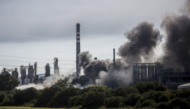 Μεγάλη φωτιά σε εργοστάσιο χημικών