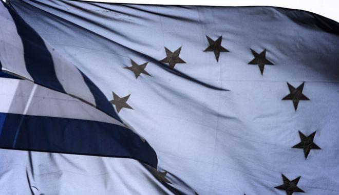Οι σημαίες της ΕΕ και της Ελλάδας