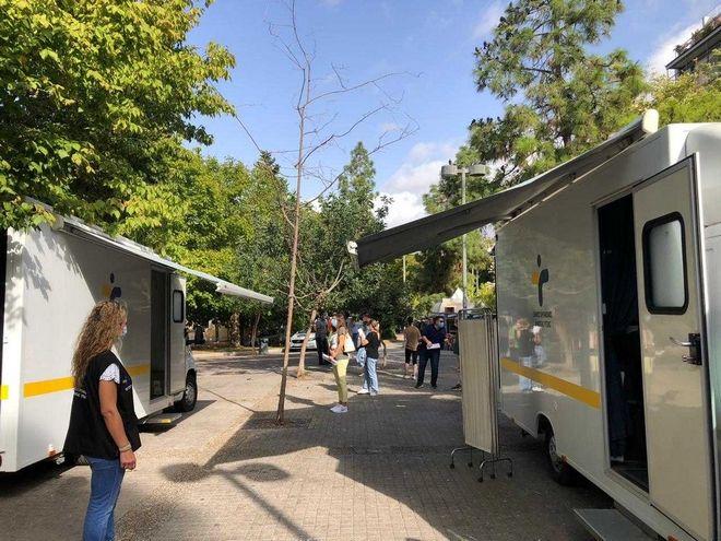 ΕΟΔΥ: 422 rapid τεστ στην πλατεία Κουμουνδούρου- Tα 10 θετικά