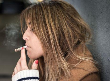 Κάπνισμα πίπα βίντεο