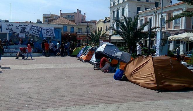 Μυτιλήνη: Εκκένωση της πλατείας Σαπφούς από πρόσφυγες και μετανάστες