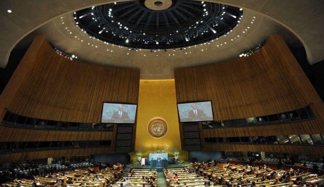 Πυρά για την αποχή της Ελλάδας από την ιστορική ψηφοφορία του ΟΗΕ για τις υπερχρεωμένες χώρες