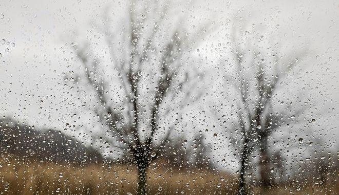 Τοπικές βροχές και συννεφιά