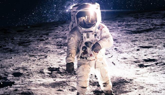 καρέ από το πρώτο ταξίδι του ανθρώπου στη Σελήνη