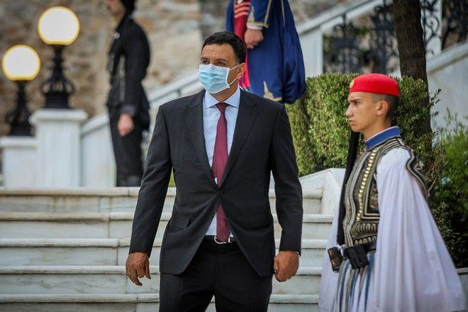 O υπουργός Υγείας, Βασίλης Κικίλιας με μάσκα