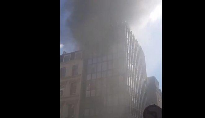 Μεγάλη πυρκαγιά ξέσπασε στο Μέιφερ του Λονδίνου