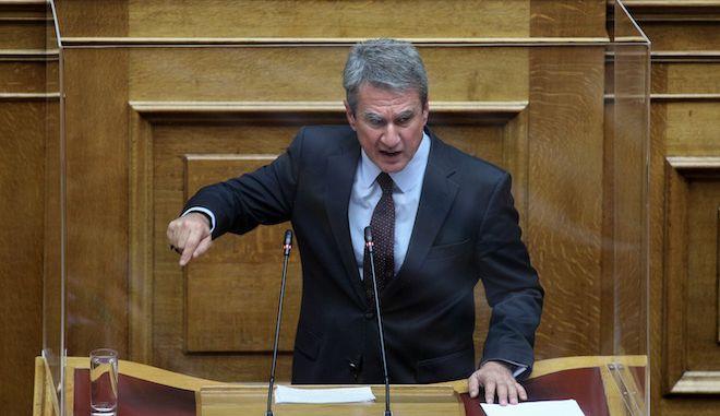 Ο Ανδρέας Λοβέρδος στο βήμα της Βουλής