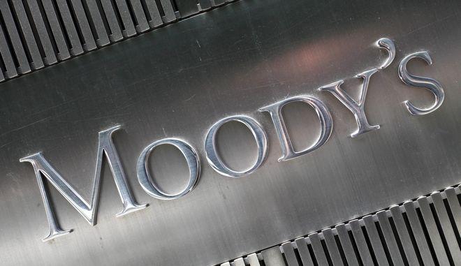 Η επιγραφή της Moody's έξω από τα κεντρικά του οίκου αξιολόγησης στη Νέα Υόρκη