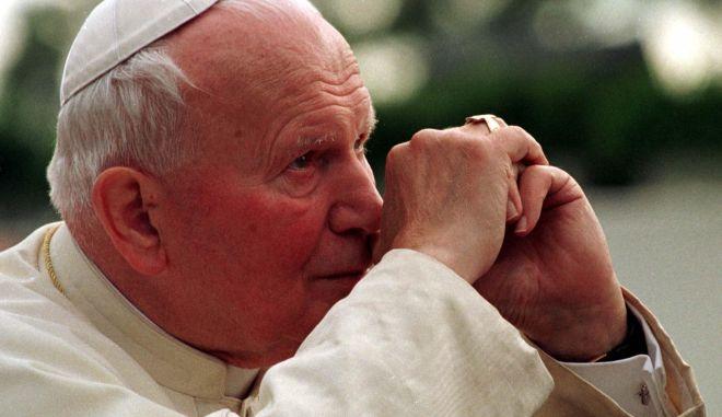 Έκλεψαν φιάλη με το αίμα του πάπα Ιωάννη Παύλου του Δεύτερου