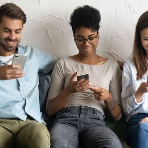 Το να περνάει κανείς πολύ χρόνο στο κινητό δεν βλάπτει την ψυχική υγεία