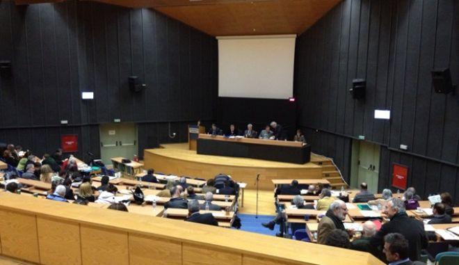 Το περιφερειακό συμβούλιο Αττικής με ψήφισμά του καταδικάζει τις πράξεις της ΧΑ