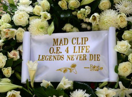 Mad Clip: Πλήθος κόσμου στην κηδεία του γνωστού τράπερ - Μεταδίδεται live