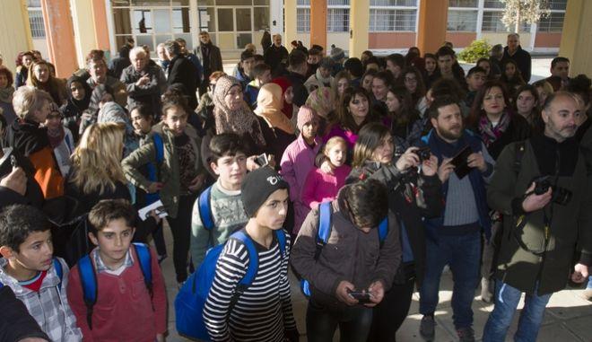 Προσφυγόπουλα στο 26ο Δημοτικό Σχολείο της Λάρισας. Φωτογραφία Αρχείου