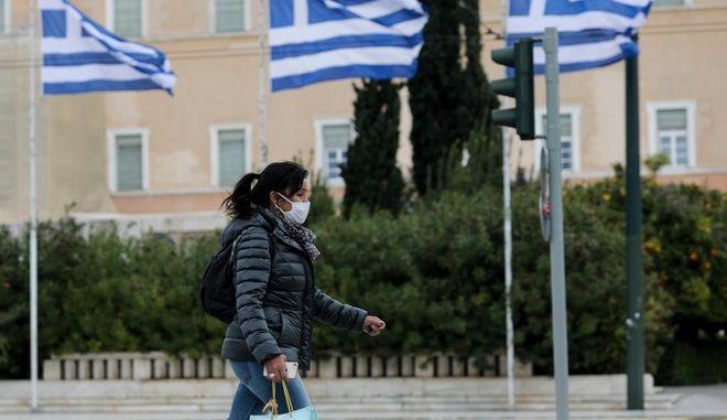 Σε υψηλά επίπεδα παρά τη μείωση διατηρούνται τα νέα κρούσματα στην Ελλάδα.