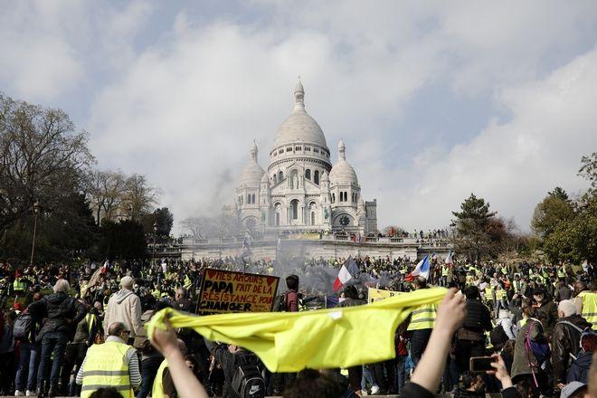 Στιγμιότυπο από την κινητοποίηση των κίτρινων γιλέκων στο Παρίσι
