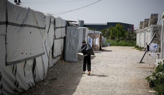 Σε σφράγιση της δομής φιλοξενίας προσφύγων και μεταναστών στην Ριτσώνα, προχώρησαν σήμερα οι αρχές,καθώς βρέθηκαν 20 επιβεβαιωμένα κρούσματα κορωνοϊού.Φωτογραφίες αρχείου,Πέμπτη 2 Απριλίου 2020 (EUROKINISSI / ΣΤΕΛΙΟΣ ΜΙΣΙΝΑΣ)