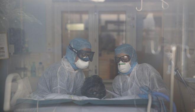ΜΕΘ σε νοσοκομείο της Γαλλίας σε καιρό πανδημίας κορονοϊού