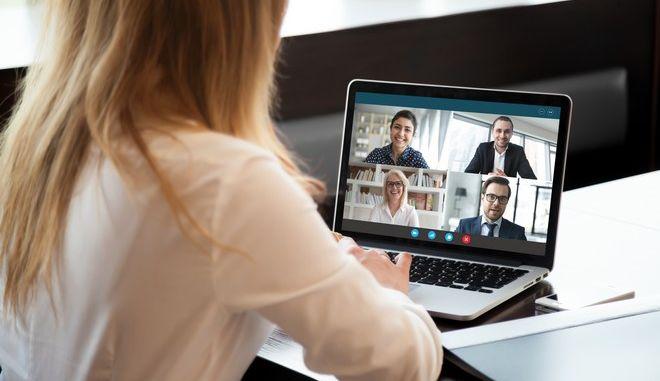 Ομαδική βιντεοκλήση σε ηλεκτρονική πλατφόρμα