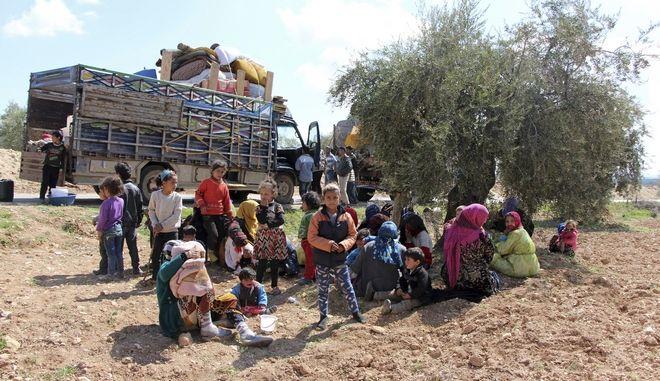 Σύροι πρόσφυγες εγκαταλείπουν το Αφρίν