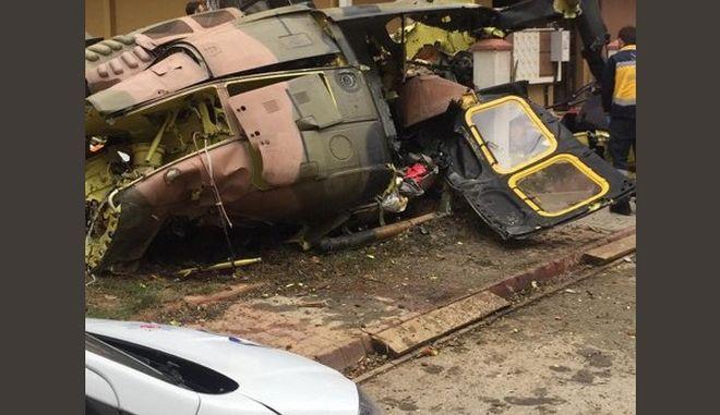 Κωνσταντινούπολη: Στρατιωτικό ελικόπτερο συνετρίβη σε κατοικημένη περιοχή