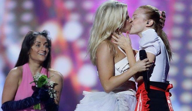 """Η Krista Siegfrids στο """"Marry Me"""" στον διαγωνισμό της Eurovision το 2013 (AP Photo/Alastair Grant)"""