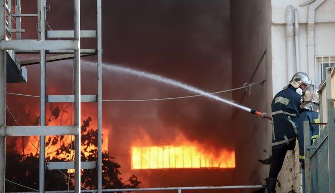Φωτιά σε εργοστάσιο - Φωτογραφία αρχείου