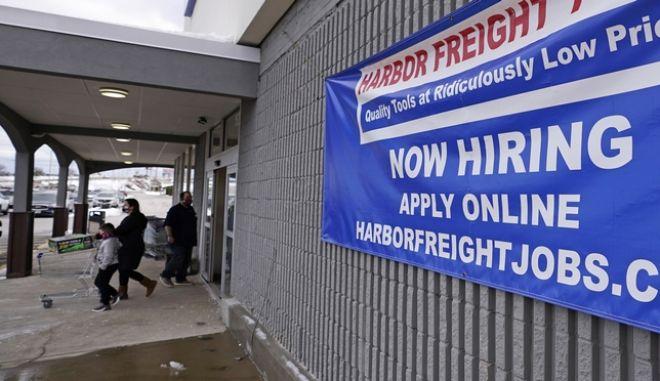 Η πανδημία κορονοϊού εκτόξευσε την ανεργία στις ΗΠΑ