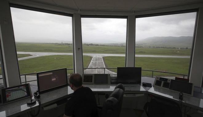 Στιγμιότυπο από τον πύργο ελέγχου σε αεροδρόμιο του Αζερμπαϊτζάν