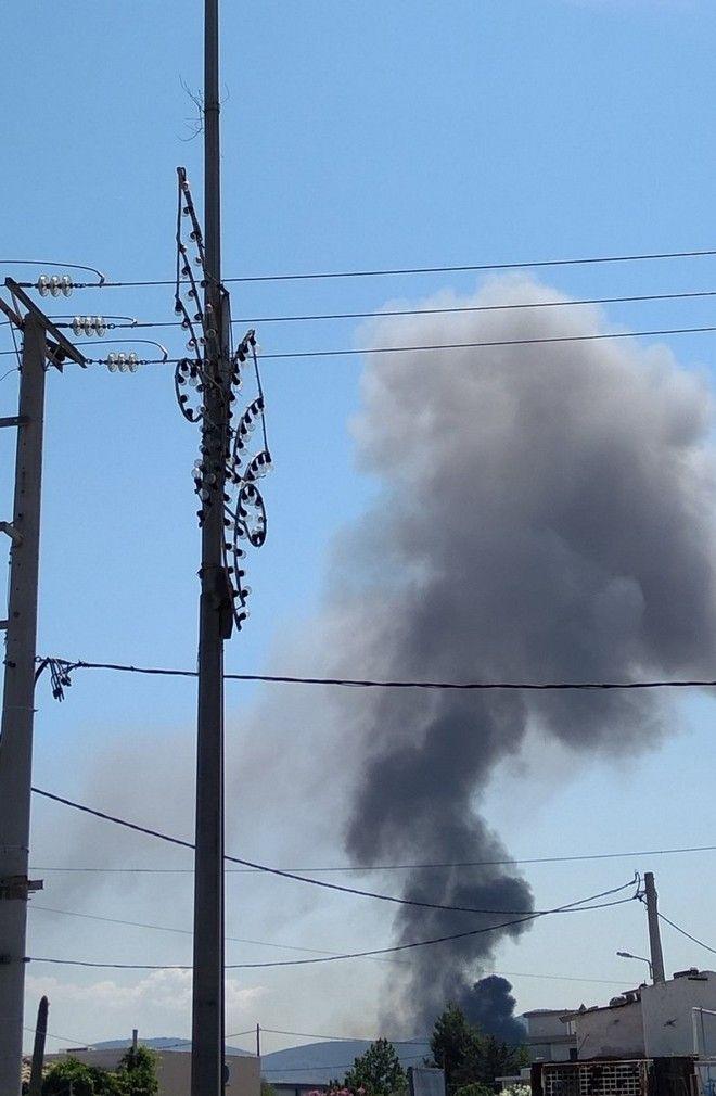 Φωτιά σε βυτιοφόρο με προπάνιο στα Νεόκτιστα Ασπροπύργου-Εκκενώνεται η περιοχή