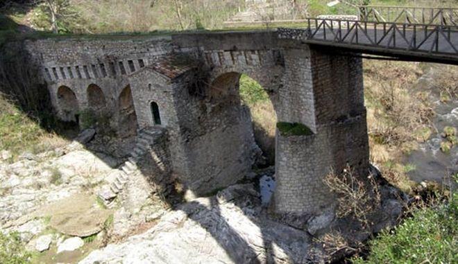 Η γέφυρα της Καρύταινας: Το ιστορικό πέτρινο γεφύρι που κοσμούσε το πεντοχίλιαρο